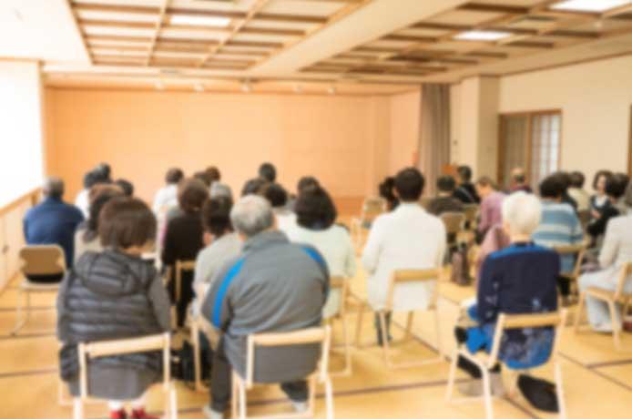 高齢者の方が利用される公共性の高い施設の運営を支援します。